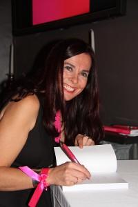 Lara signing